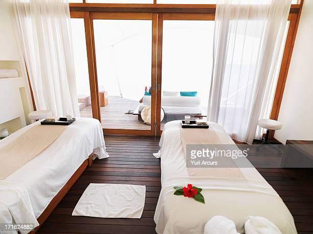 south africa, cape town, spa treatment room - massage room photos et images de collection