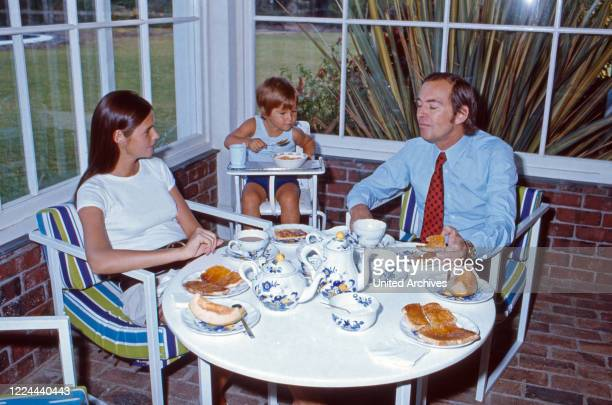 South Africa cardiac surgeon Christiaan Barnard with his wife Barbara and son Frederick having breakfast at his villa Waiohai in Cape Town South...
