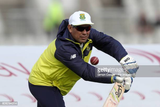 South Africa coach Russell Domingo warms his players up prior to the Fourth Investec Test at Emirates Old Trafford Manchester