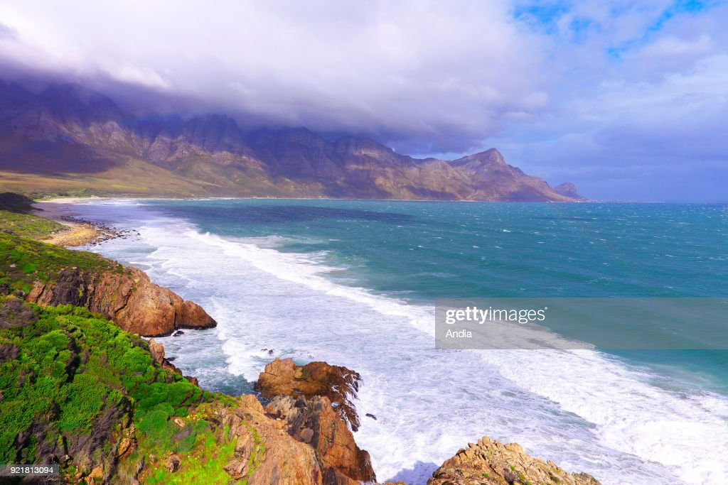 Coastline along the road between Hermanus and Cape Town. : News Photo