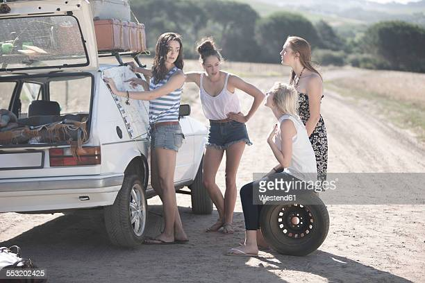 south africa, friends on a road trip having a car breakdown - puncturing stock pictures, royalty-free photos & images