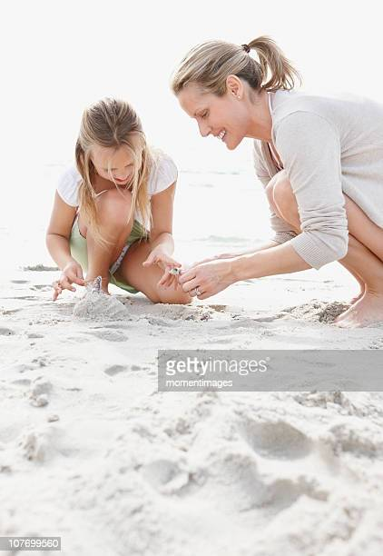 south africa, girl (10-11) playing on beach with mother - 10 11 anni foto e immagini stock