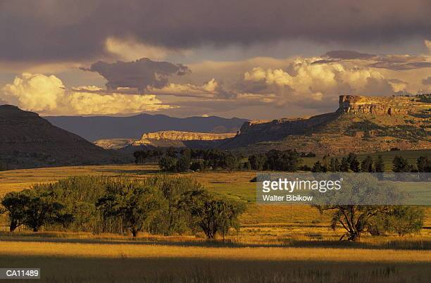 south africa, lesotho, maluti mountains, sunset - lesoto fotografías e imágenes de stock