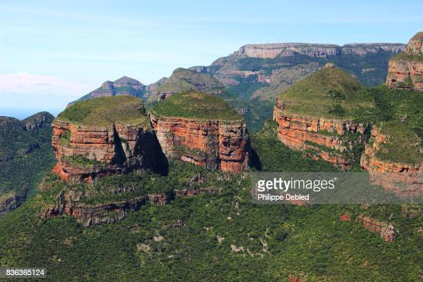 south africa, mpumalanga province, graskop, blyde river canyon, panoramic view of the three rondavels - マプマランガ州 ストックフォトと画像