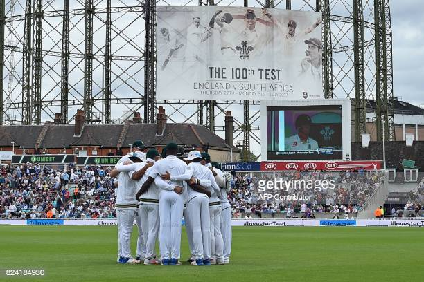 South Africa players form a team huddle before England start their second Innings on the day 3 of the third Test match between England and South...