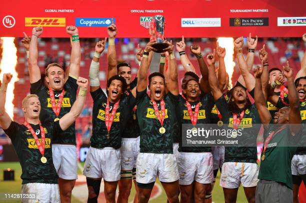South Africa Rugby Team celebrates after winning defeating Fiji on day two of the HSBC Rugby Sevens Singapore Cup Final at the National Stadium on...