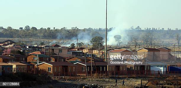 south africa: soweto neighbourhood - soweto stock pictures, royalty-free photos & images