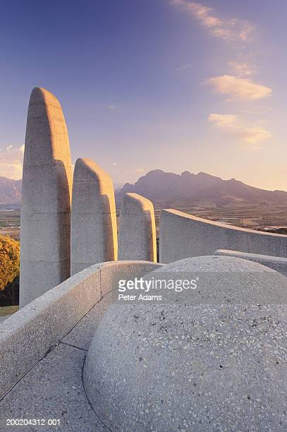 south africa, western cape province, paarl, afrikaans taal monument - taal foto e immagini stock