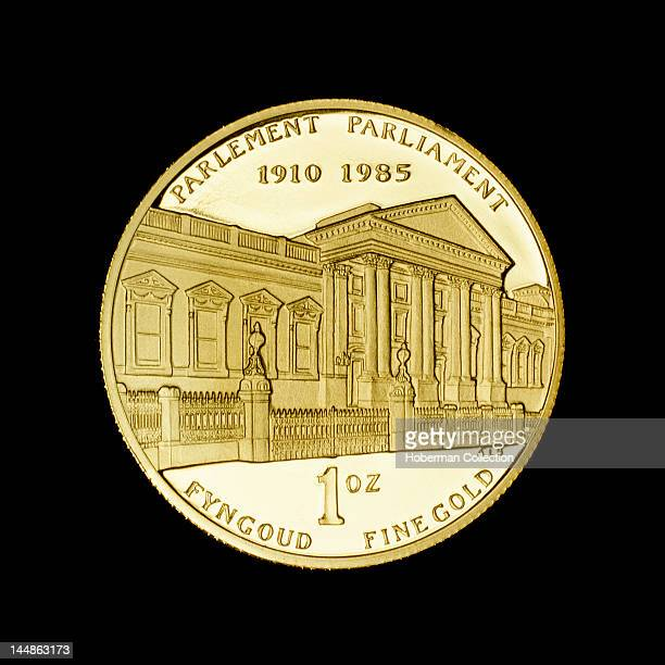 South African 1oz Gold Coin depicting Houses of Parliament 1985