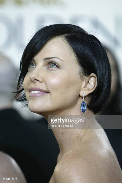 South African actress Charlize Theron arrives for the 62nd annual Golden Globe Awards show 16 January 2005 in Beverly Hills AFP PHOTO/Hector MATA