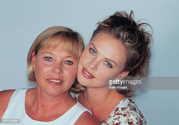 South African actress Charlize Theron poses with her mother Gerda Theron on April 17 1997 in her hometown Benoni South Africa