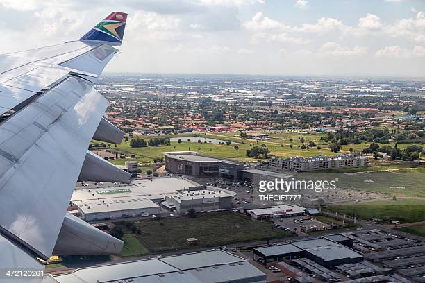 south african airways landing in johannesburg - gauteng province stock pictures, royalty-free photos & images