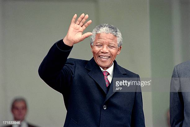 South African antiapartheid leader and African National Congress member Nelson Mandela waves to the press as he arrives at the Elysee Palace 07 June...