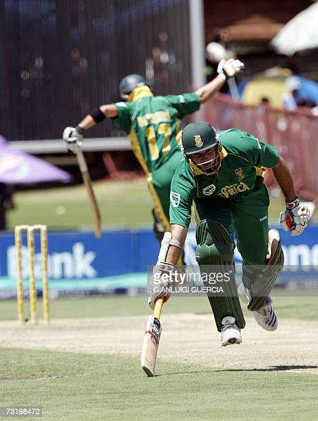 South African batsman and captain Graeme Smith takes a run 04 February 2007 during the first ODI match at Supersport park in Johannebsurg AFP...