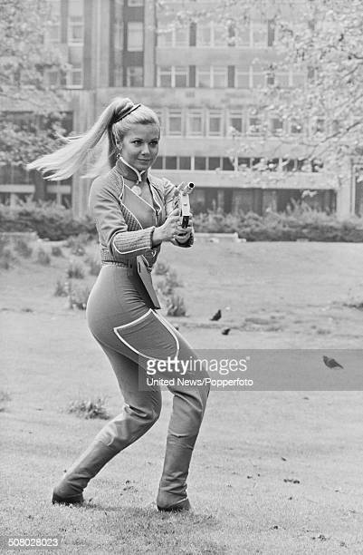South African born actress Glynis Barber posed dressed in character as Soolin during the press reception from the science fiction television series...