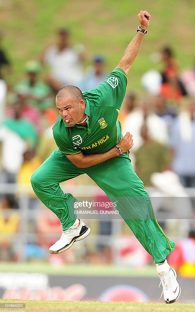 South African bowler Charl Langeveldt delivers a ball during the third ODI between the West Indies and South Africa May 28, 2010 at Windsor Park in Roseau, Dominica. South Africa won by 67 runs to win the five match series with a lead of 3-0 and two matches to go. AFP PHOTO/Emmanuel Dunand