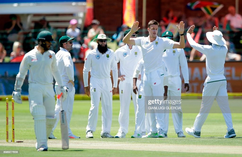 South African bowler Morne Morkel (2R) celebrates with teammmates after the dismissal of Zimbabwean batsman Ryan Burl (L) during the second day of the day night Test cricket match between South Africa and Zimbabwe at St. George's Park Cricket Ground in Port Elizabeth on December 27, 2017. /