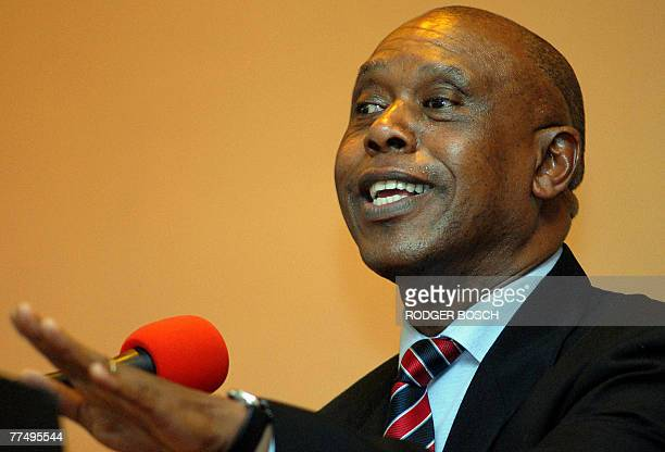 South African businessman and possible presidential candidate Tokyo Sexwale addresses the Cape Town Press Club 25 October 2007 The African National...