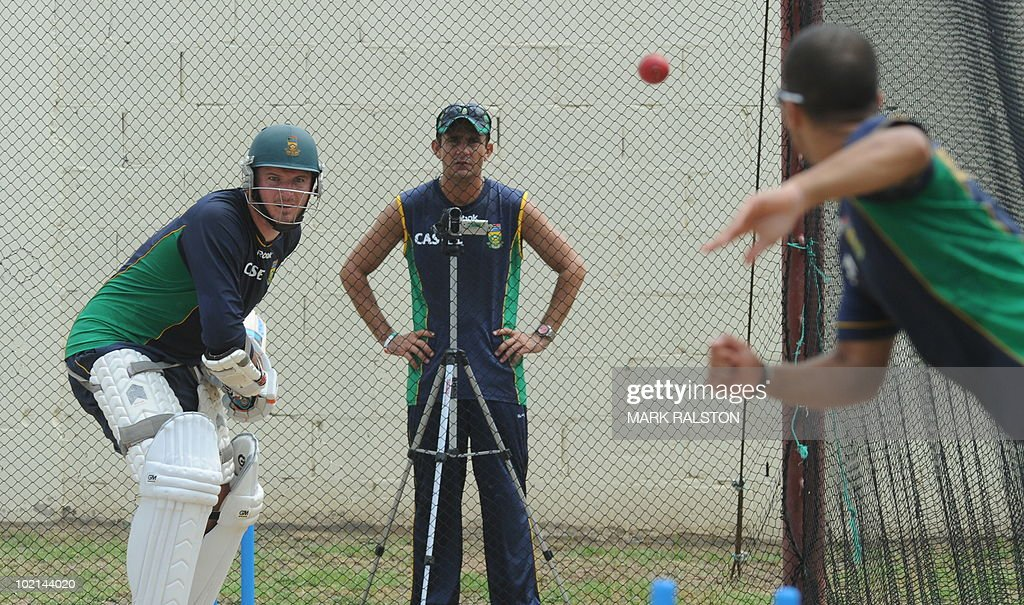 South African captain Graeme Smith bats in the nets during a training session before the second test at the Warner Park ground in the St Kitts capital of Basseterre on June 16, 2010. South Africa have taken a 1-0 lead in the three-Test series, with the second test beginning on June 18. AFP PHOTO/Mark RALSTON