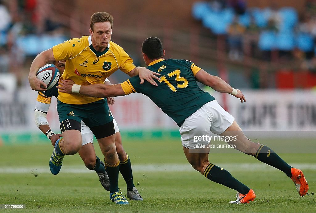 South African centre Jesse Kriel (R) tackles Australian wing Dane Haylett-Petty (L) during the Castle Lager Rugby Championship international test match between South Africa and Australia at the Loftus Versfeld Stadium on October 1, 2016 in Pretoria. / AFP / GIANLUIGI