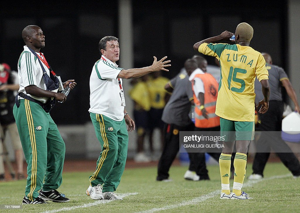 South African coach Brazilian born Carlos Alberto Parreira (C) gestures, 23 January 2008, to South African forward Sibisiso Zuma (L) during the 2008 African Cup of Nations match between South Africa and Angola at Tamale Stadium in Tamale, Ghana.