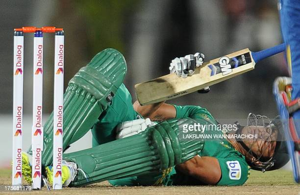 South African cricket captain Faf du Plessis reacts to a ball hitting his groin area during the third and final Twenty20 cricket match between Sri...
