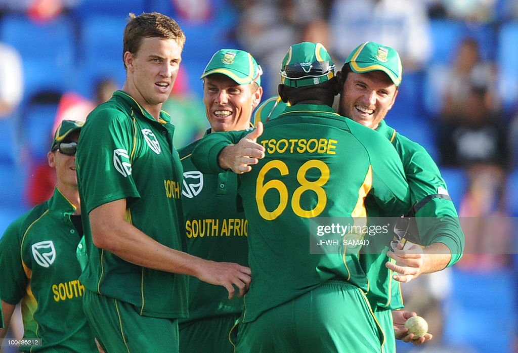 South African cricket team captain Graeme Smith celebrates with teamamtes following their victory at the end of the second One Day International match between West Indies and South Africa at the Sir Vivian Richards Stadium in St John's on May 24, 2010. South Africa defeated West Indies by 17-runs. AFP PHOTO/Jewel Samad