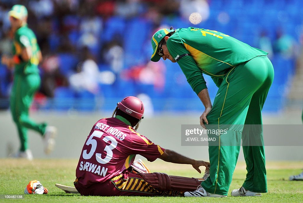 South African cricket team captain Graeme Smith (R) speaks to West Indies batsman Ramnaresh Sarwan as he got injured while taking a run during the second One Day International match between West Indies and South Africa at the Sir Vivian Richards Stadium in St John's on May 24, 2010. Batting first, South Africa scored 300-runs at the end of their innings. AFP PHOTO/Jewel Samad