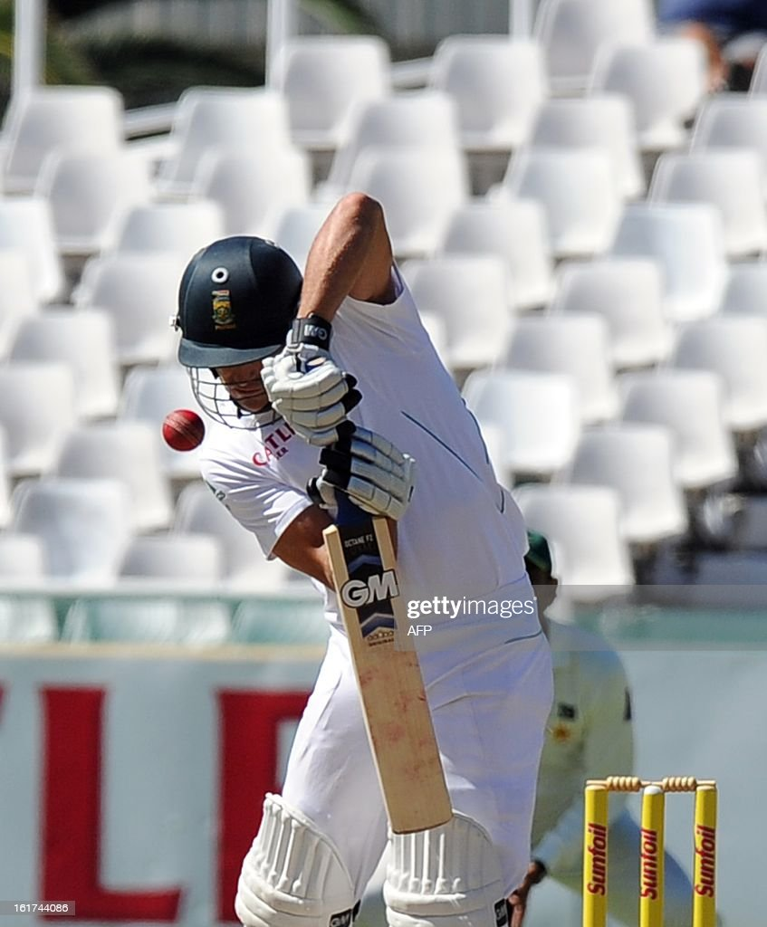 South African cricketer Faf du Plessis plays a shot from unseen Pakistan's Muhammad Irfan during the 2nd Test between South Africa and Pakistan , in Cape Town at Newlands on February 15, 2013.