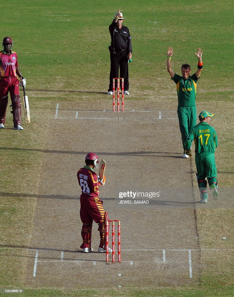 South African cricketer Johan Botha (R-top) celebrates after dismissing West Indies batsman Ramnaresh Sarwan (C) during the second One Day International match between West Indies and South Africa at the Sir Vivian Richards Stadium in St John's on May 24, 2010. South Africa defeated West Indies by 17-runs. AFP PHOTO/Jewel Samad