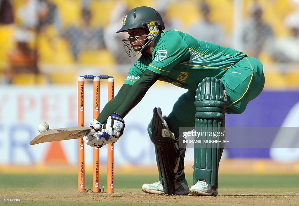 South African cricketer Loots Bosman pla : News Photo