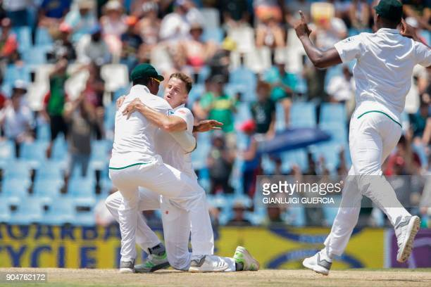 South African cricketer Morne Morkel celebrates with teammates the dismissal of Indian batsman Lokesh Rahul during the second day of the second Test...