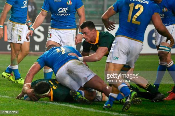 South African flanker François Louw scores a try during a Rugby union test match between Italy and South Africa at the Euganeo Stadium in Padova on...