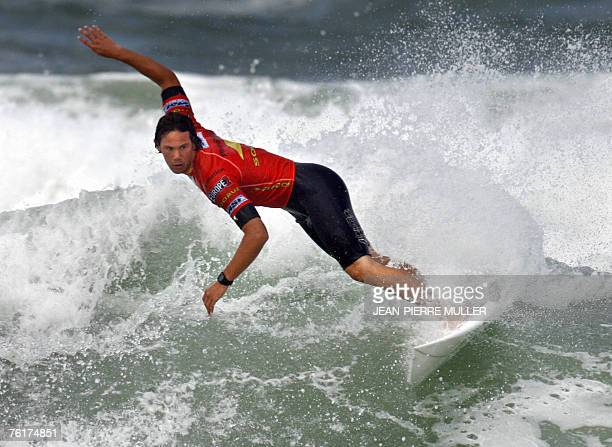 South African Jordy Smith surfs on a wave before winning the final of the 28th edition of the Lacanau Pro surf tournament 19 August 2007 in Lacanau...
