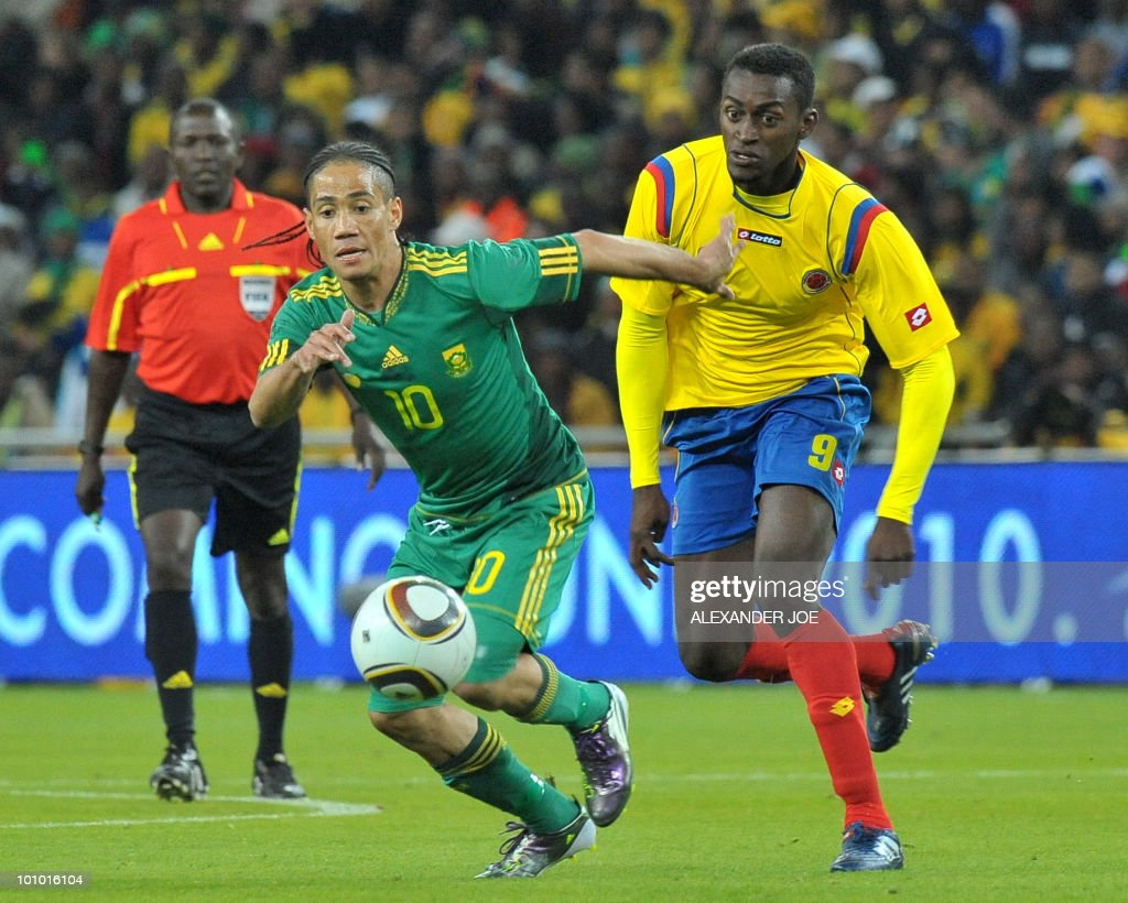 South African midfielder Steven Pienaar avoids a tackle from Colombia's Jackson martinez during a friendly football match between South Africa and Colombia at Soccer City Stadium in Soweto on May 27, 2010 ahead of the FIFA 2010 World Cup in South Africa.