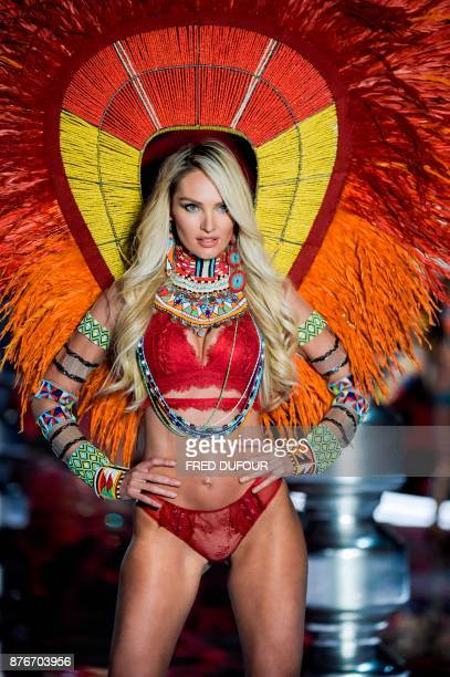 South African model Candice Swanepoel presents a creation during the 2017 Victoria's Secret Fashion Show in Shanghai on November 20 2017 / AFP PHOTO...