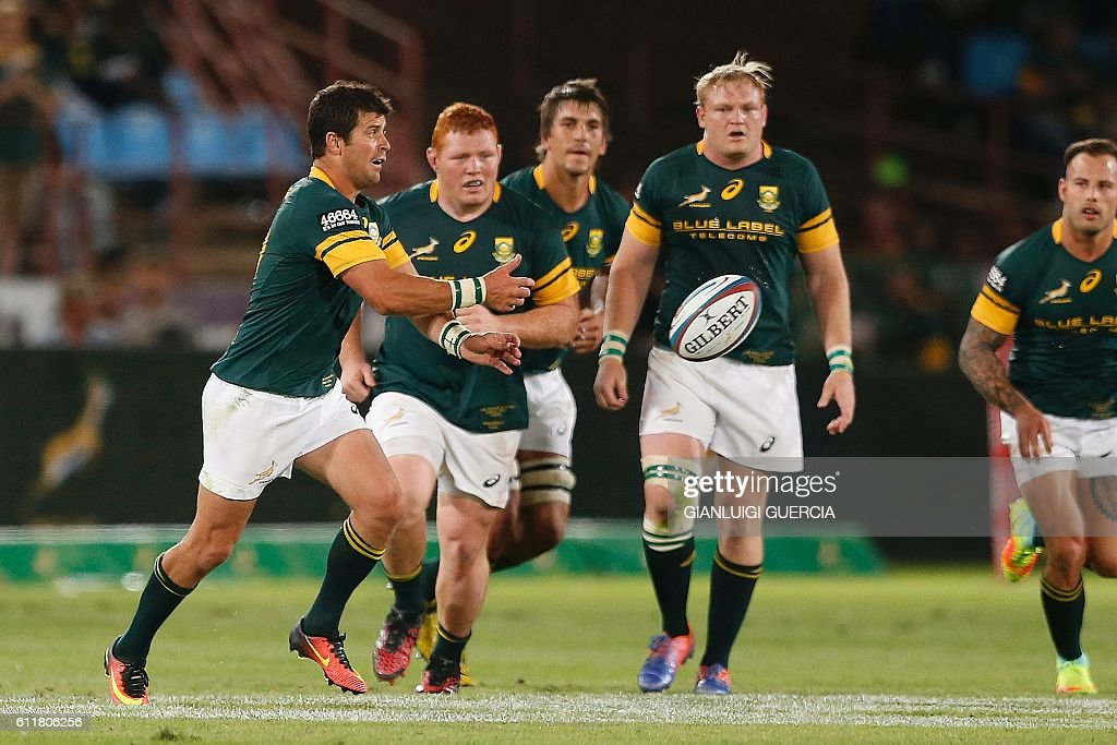 South African Morne Steyn (L) clears the ball during the Castle Lager Rugby Championship International test match between South Africa and Australia at Loftus Versfeld Stadium on October 1, 2016 in Pretoria. / AFP / GIANLUIGI