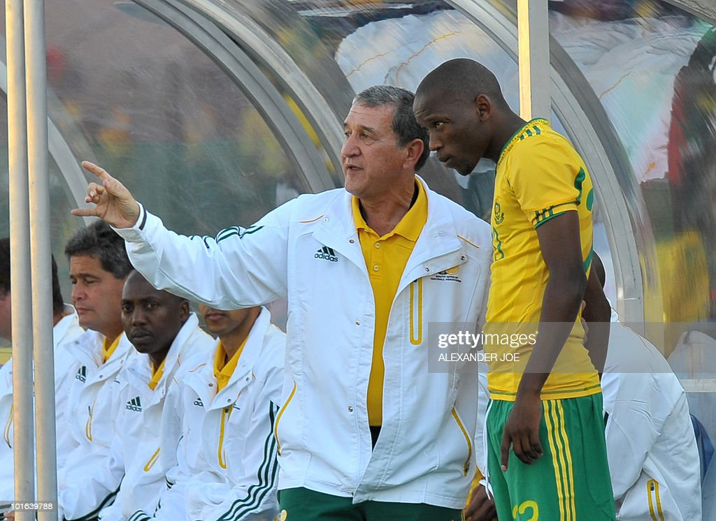 South African national football team coach Carlos Parreira (L) talks with South African midfielder Kagisho Dikgacoi during a friendly match against Denmark at Super Stadium in Pretoria on June 5, 2010 ahead of the FIFA 2010 World Cup in South Africa.
