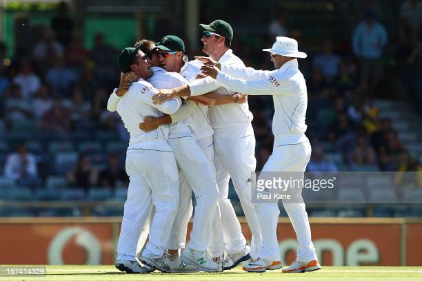 South African players congratulate Dale Steyn after dismissing Michael Hussey of Australia during day four of the Third Test Match between Australia...