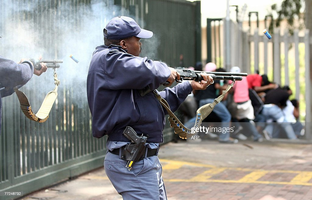 South African police fire rubber bullets : News Photo