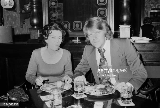South African singer Howard Carpendale and actress Magda Schneider having dinner, Germany circa 1979.