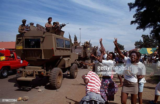 south african soldiers in thokoza - south african military stock pictures, royalty-free photos & images