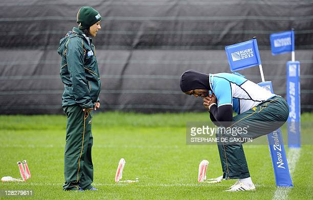 South African Springbok's physiotherapist Rene Naylor and player JP Pietersen take part in a training session on October 6 2011 in Wellington during...