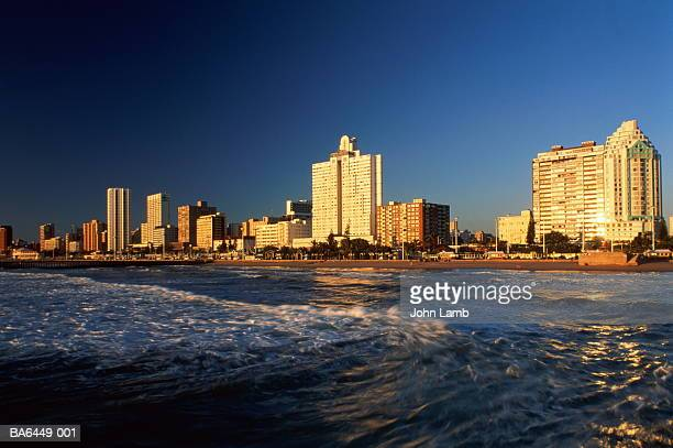south africa,natal,durban,marine parade hotels and oceanfront,sunset - ダーバン ストックフォトと画像