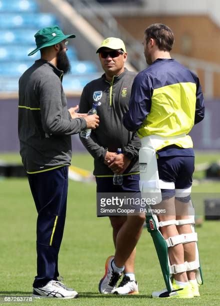 South Africa's AB de Villiers head coach Russell Domingo and Hashim Amla during the nets session at Headingley Leeds