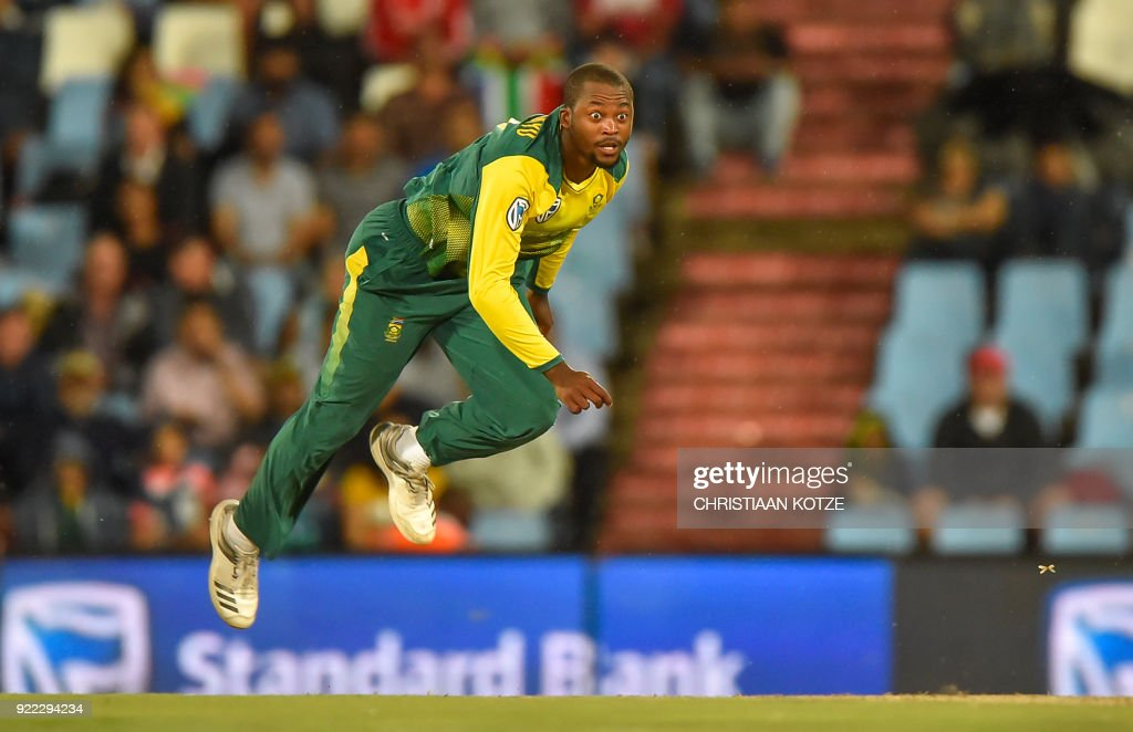 South Africa's Andile Phehlukwayo bowls during the second T20I cricket match between South Africa and India at Super Sport Park Stadium in Pretoria on February 21, 2018. / AFP PHOTO / Christiaan Kotze