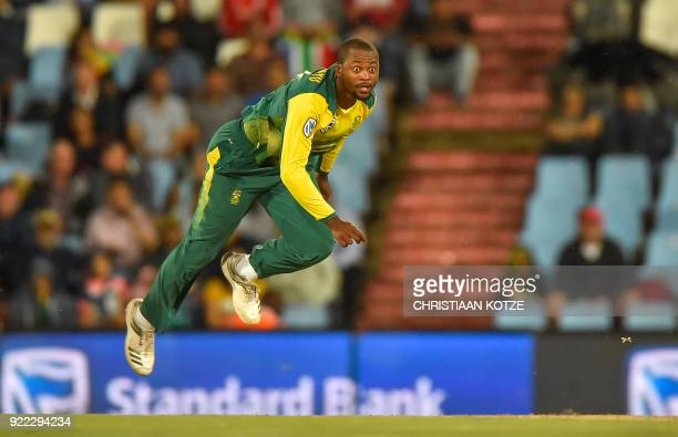 south-africas-andile-phehlukwayo-bowls-d