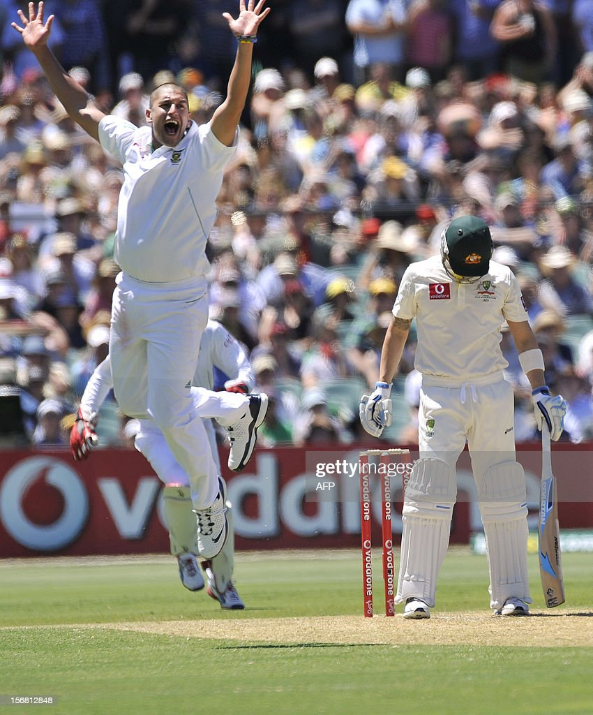 South Africa's bowler Rory Kleinvedit (L) appeals for dismissal of Australia's batsman Michael Clarke (R) on the first day of the second cricket Test match at the Adelaide Oval on November 22, 2012. AFP PHOTO/David Mariuz IMAGE