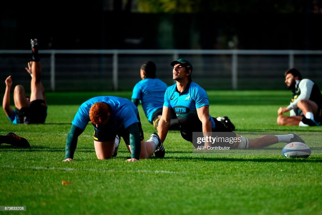 South Africa's captain and lock Eben Etzebeth (C) warms up during a training session at the Stade du Saut du Loup Stadium in Paris on November 13, 2017. / AFP PHOTO / Lionel BONAVENTURE