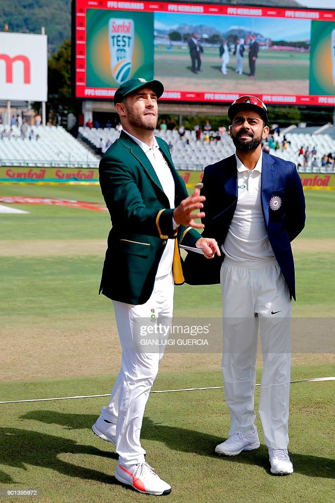 South Africa's captain Faf du Plessis (L) and India's captain Virat Kohli toss the coin during Day One of the First Test match between South Africa and India in Cape Town, on January 5, 2018. /